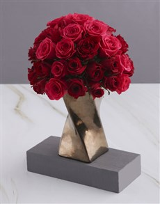 flowers: A Twist of Red and Cerise Roses!