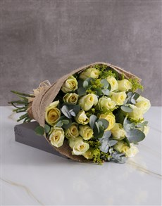 flowers: Dreamy Cream Roses In Hessian!