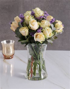 flowers: Cream Roses In Clear Vase!