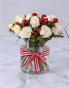 flowers: Cream Roses with Hypericum in Clear Vase!