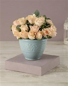 flowers: Pretty Peachy Rose Bouquet!