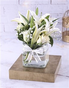 flowers: Lovely Lilies In A Clear Square Vase!