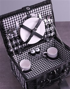 gifts: Personalised InitialsWreath Black Picnic Basket!