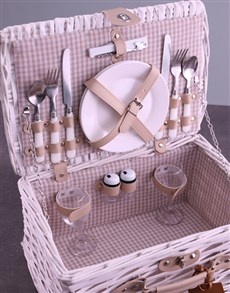 gifts: Personalised InitialsWreath White Picnic Basket!