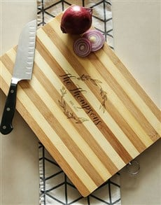 gifts: Personalised Wreath Wooden Chopping Board !