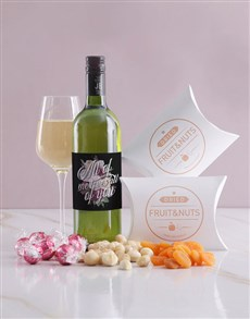 gifts: All of Me Wine and Snack Hamper!
