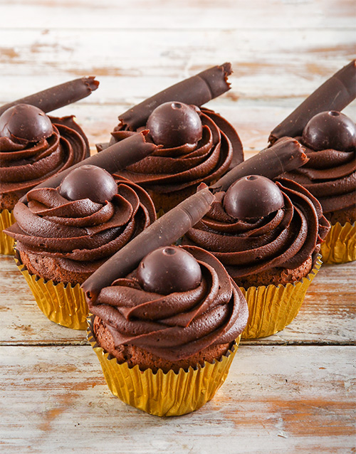 lindt-cakes-and-cupcakes: Dark Chocolate Lindt Cupcakes!