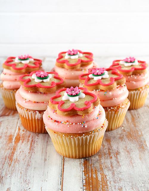 bakery: Strawberry Milkshake Flower Cupcakes!