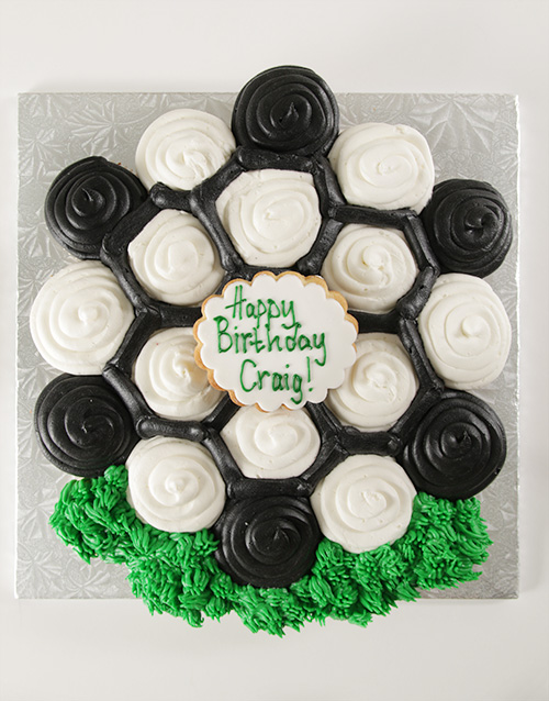 cupcakes: Soccer Themed Pull Apart Cupcake Cake!