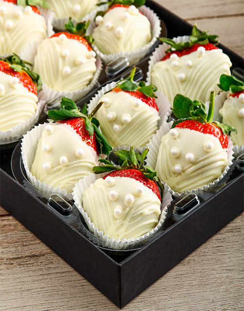 dipped-strawberries: Pearl Dress White Chocolate Dipped Strawberries!