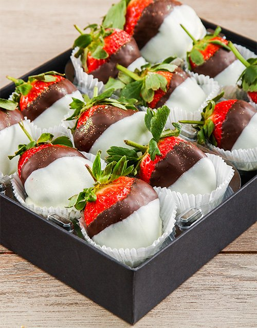 bakery: Dark and White Chocolate Dipped Strawberry Melody!