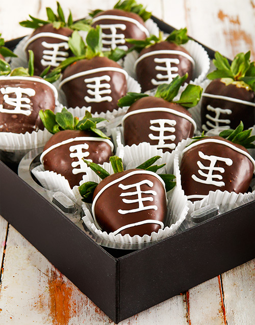 fathers-day: Rugby Ball Dipped Strawberries!