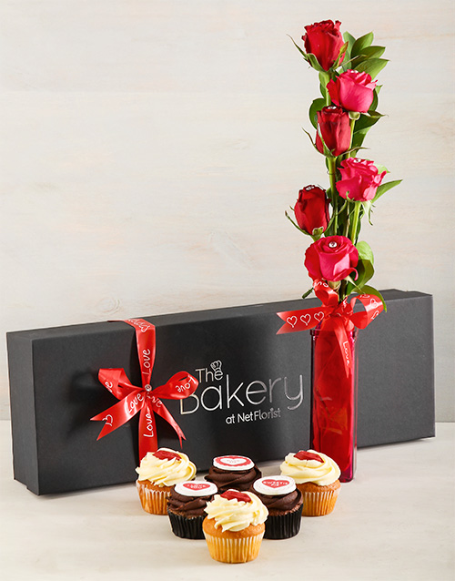 anniversary: Kissable Cupcakes and Roses!