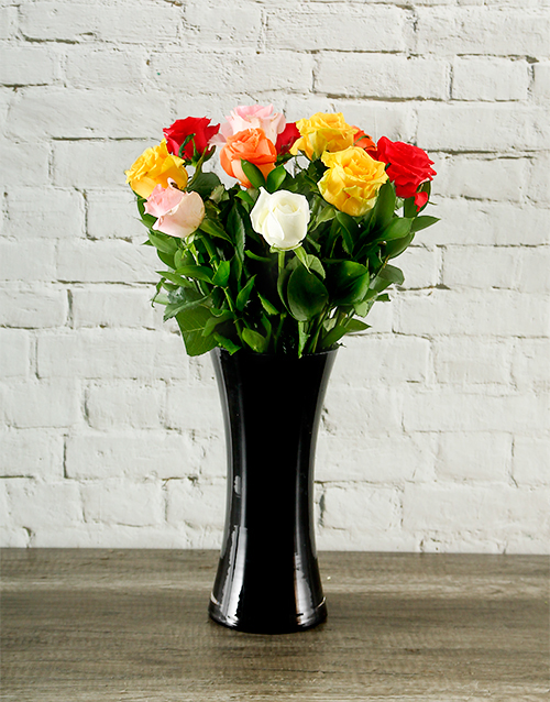 colour: Mixed Roses in a Black Vase!