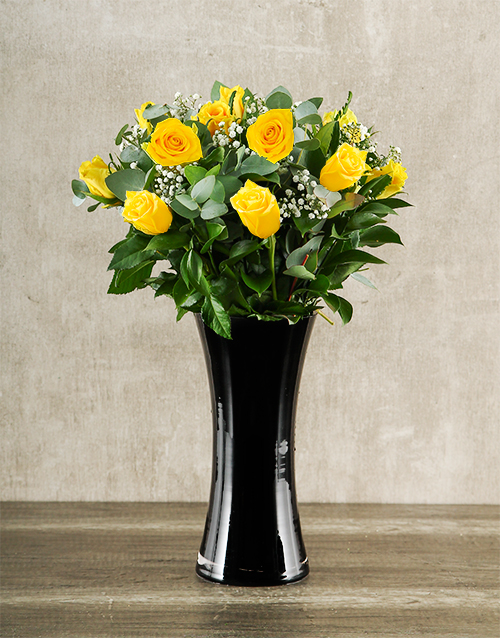 colour: Yellow Roses in Black Vase!