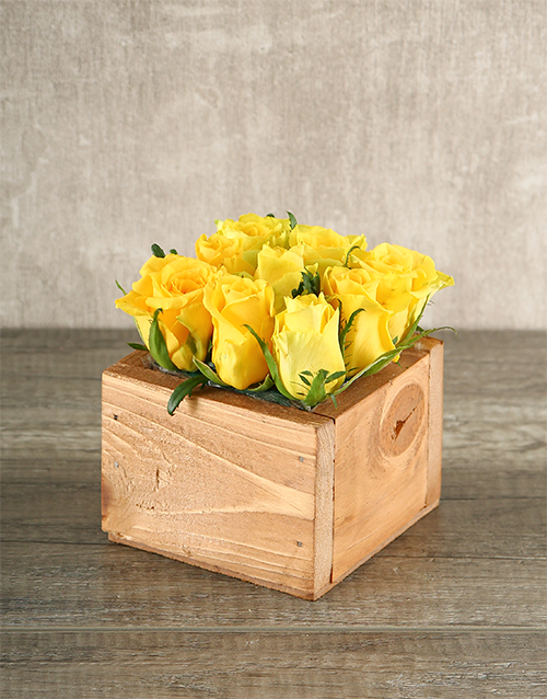colour: 9 Yellow Roses in Wooden Box!