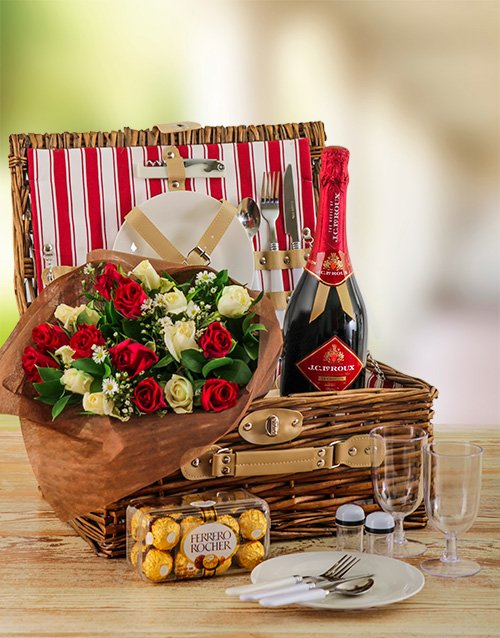 colour: Romantic Roses and Picnic Basket for Two!