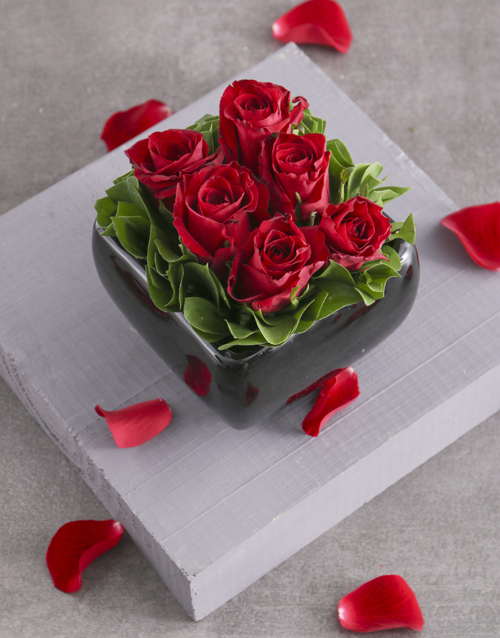 anniversary: Blushing Red Roses in Black Ceramic Vase!