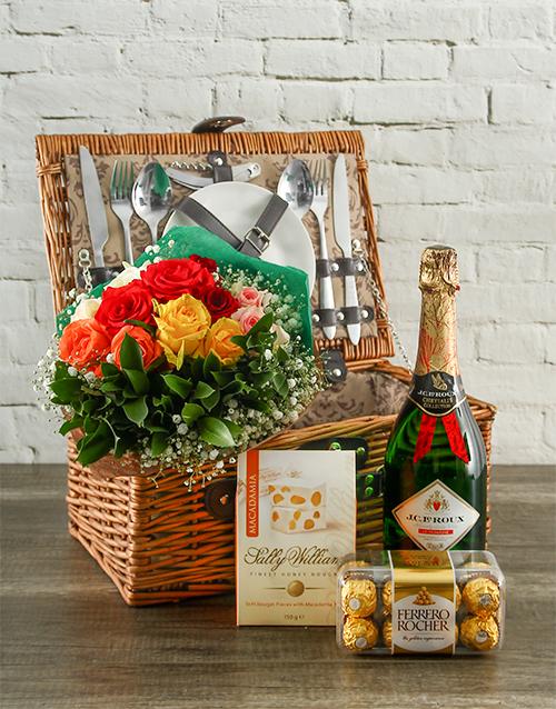 mixed-bouquets: True Romantic Mixed Roses Picnic Hamper!