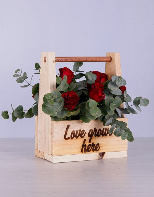 anniversary: Red Roses in Wooden Holder!