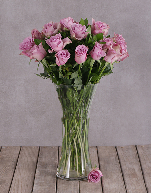 anniversary: Elegant Flair of Lilac Roses in a Vase!