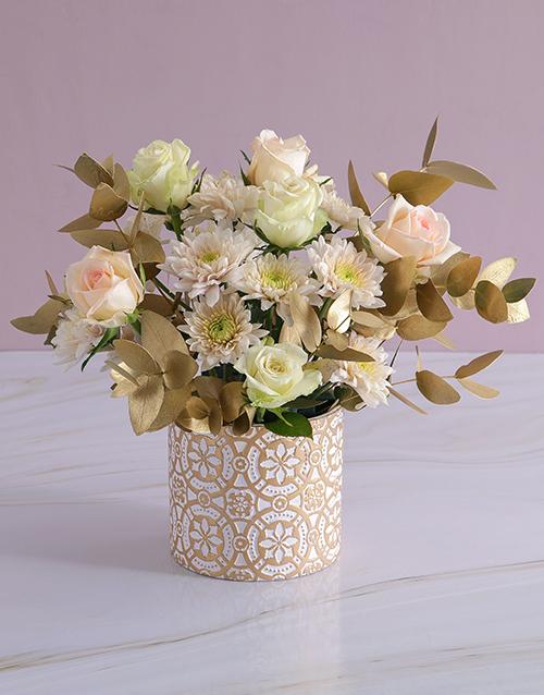 christmas: Subtle Peach and White Rose Arrangement!