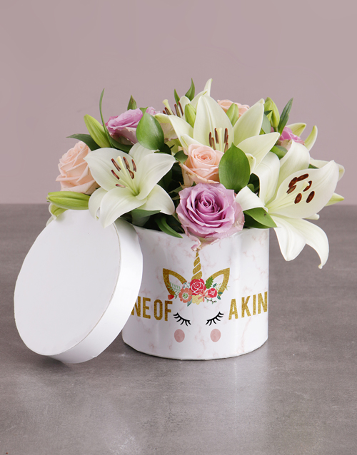 colour: Unicorn Lilies and Roses in Hatbox!