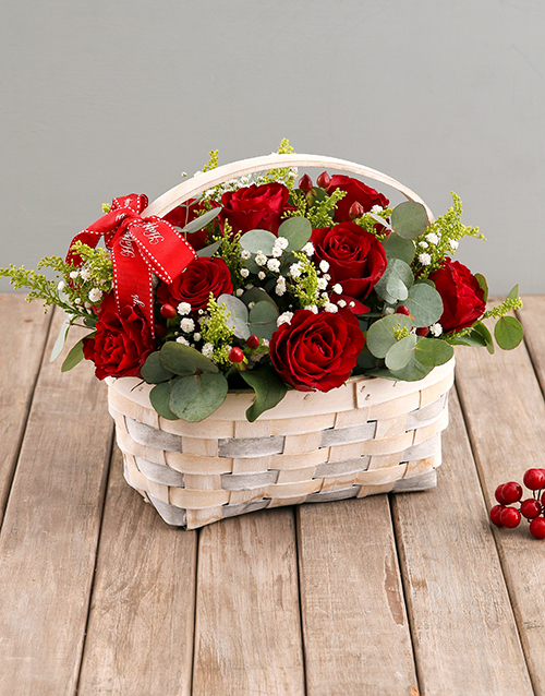 christmas: Red Roses in Wooden Basket!