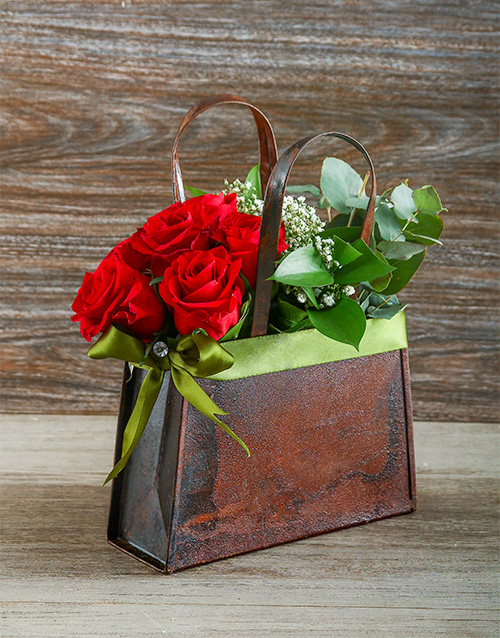 flowers: Fashionable Red Roses in a Handbag!