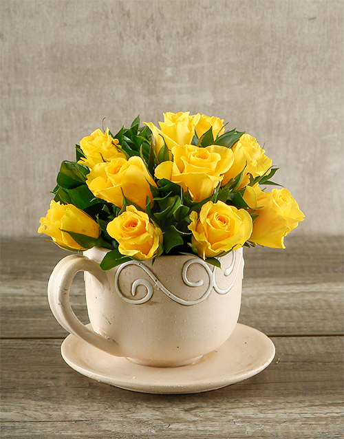 colour: Yellow Roses in a Teacup!