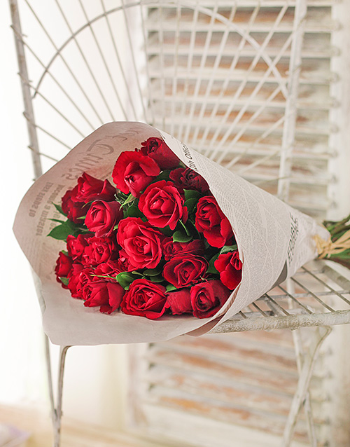 colour: Red Roses in Stylised NetFlorist Paper!
